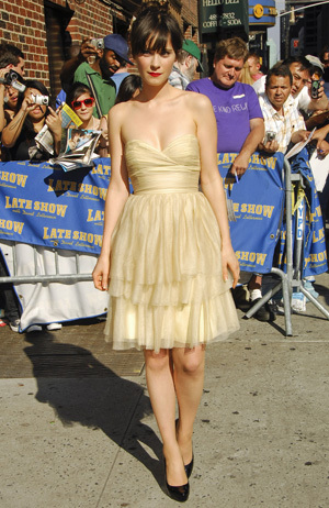 zooey_deschanel_arrives_at_the_lat